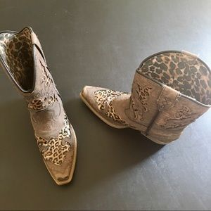 Laredo Girls Cheetah Cowboy Boots